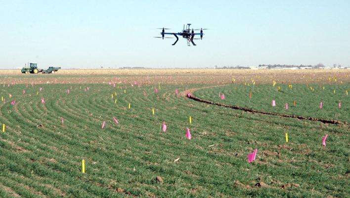 La FAA prepara normas para usar drones en agricultura en Estados Unidos